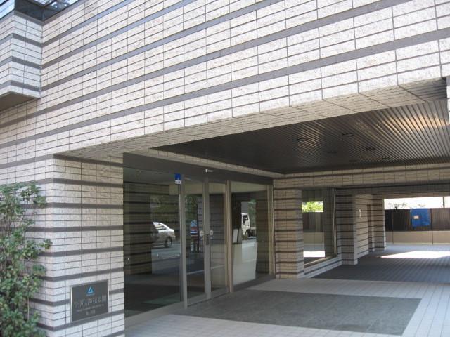サーパス芦花公園のエントランス
