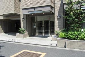ウィン新宿若松町のエントランス