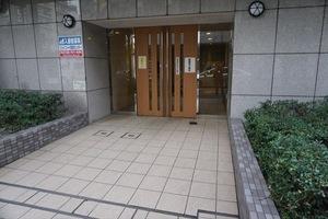 スカイコート三田慶大前のエントランス