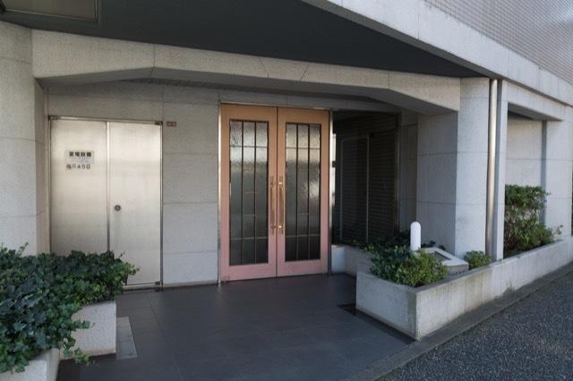 ベルハイム新高円寺のエントランス