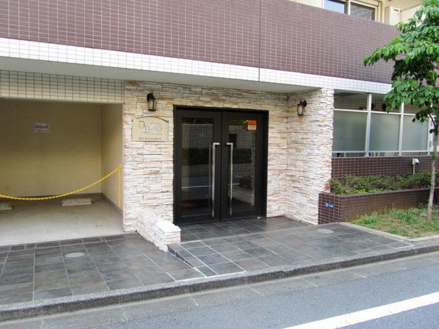 プレールドゥーク東新宿のエントランス