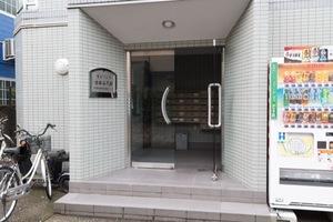 菱和パレス世田谷代田のエントランス