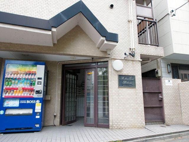 ミリオンコート西新井のエントランス