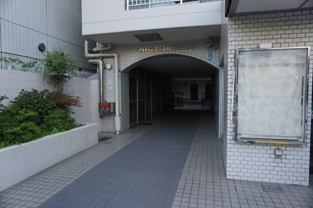 ニックライブハイム弘明寺のエントランス