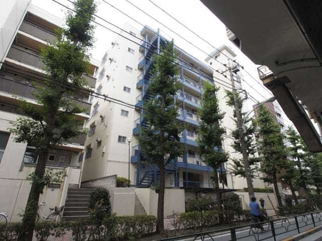 高島平ワールドマンションの外観