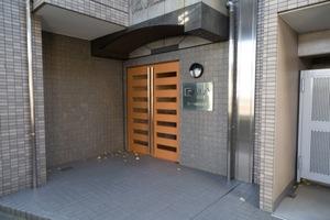 ガーラ駒沢大学のエントランス