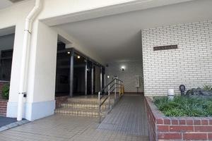 駒込富士ハイツ(豊島区駒込1丁目)のエントランス
