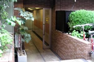 菱和パレス早稲田参番館のエントランス