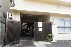小石川マンションのエントランス