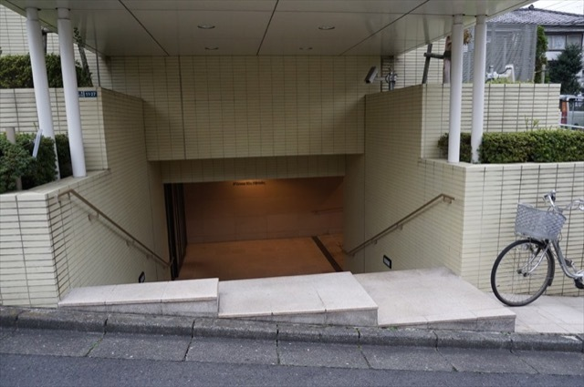 Dグランセ三田聖坂のエントランス