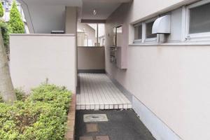 啓成ハイツ松江のエントランス