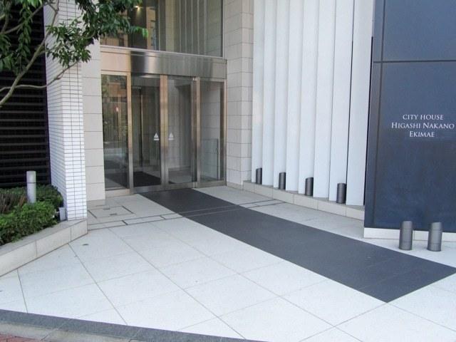 シティハウス東中野駅前のエントランス