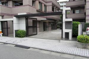 サンクタスデュオ下落合(コートA・コートB)のエントランス