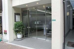日米商会ビルのエントランス