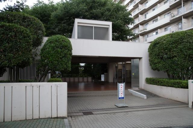 江古田パークマンション(A棟・B棟)のエントランス
