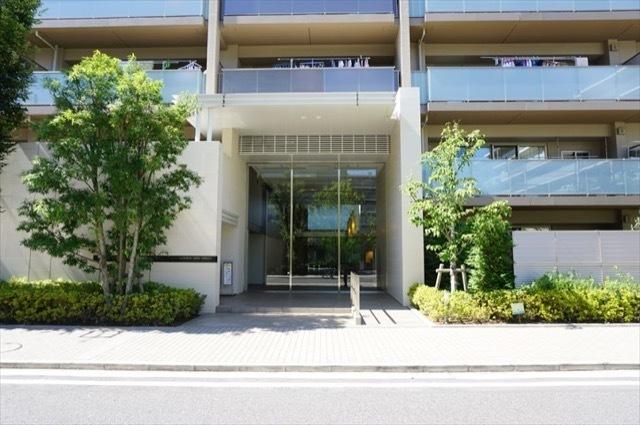 オーベルグランディオ横浜鶴見アリーナテラスのエントランス