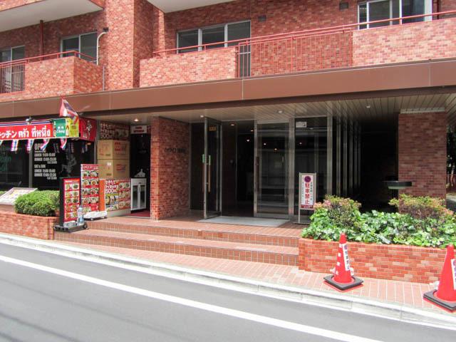 ハイライフ西新宿のエントランス