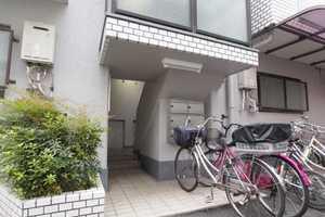 キャニオンマンション第2加賀町のエントランス
