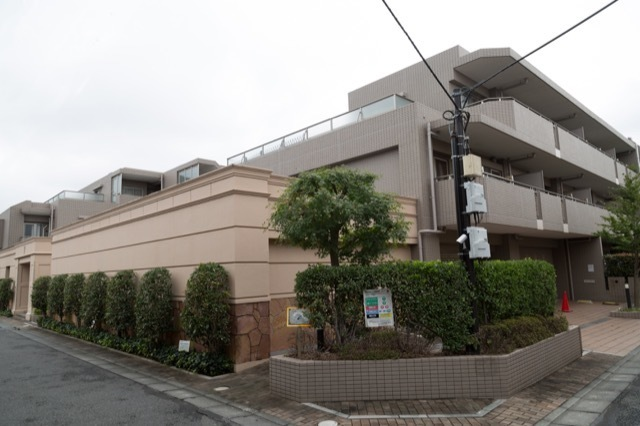 ロイヤルアーク高円寺の外観