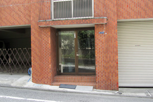 ハイムトーシン北新宿のエントランス