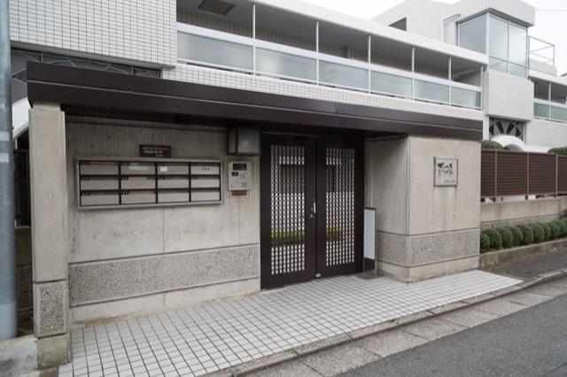 コスモヒルズ東松原のエントランス