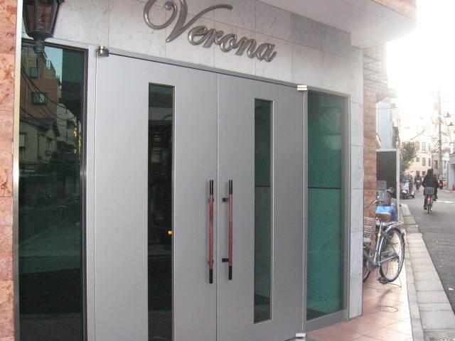 ヴェローナ白金の看板