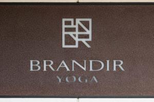 ブランディア用賀の看板