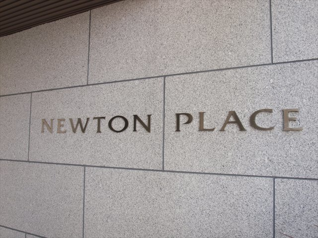 ニュートンプレイスノースコートの看板