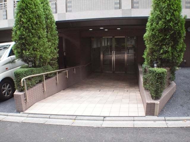 サージュ赤坂のエントランス