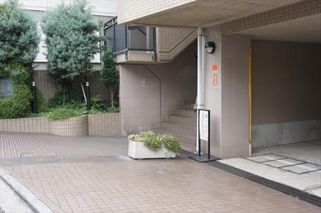 ライオンズマンション山手石川町のエントランス