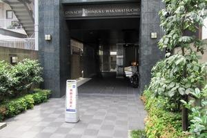 ダイナシティ新宿若松町のエントランス
