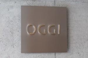 OGGIの看板