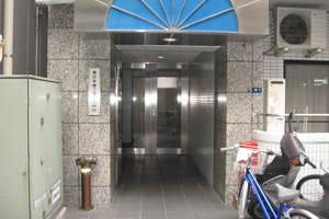 東日本橋フラワーハイホームのエントランス