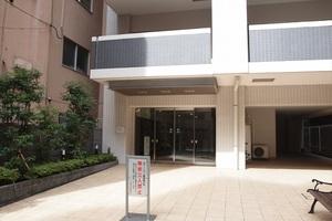 プレシス東神田のエントランス