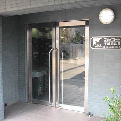 スカイコート世田谷千歳烏山第5のエントランス