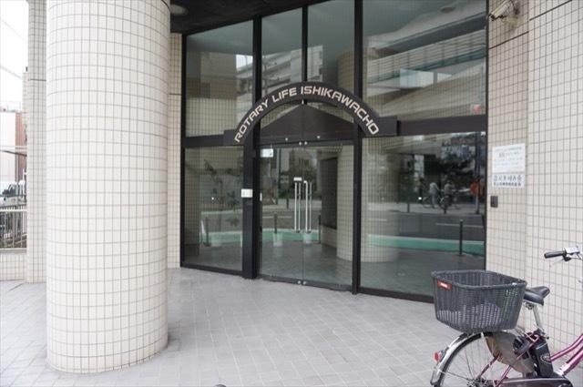 ロータリーライフ石川町のエントランス