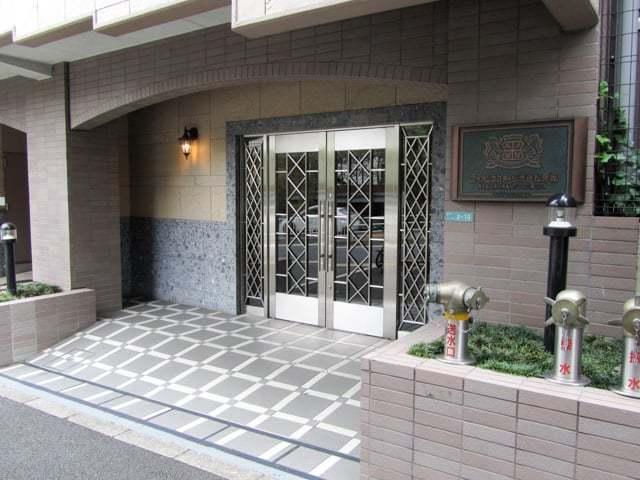 ライオンズステージ渋谷松見坂のエントランス