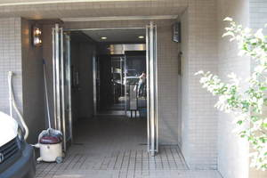 メインステージ東高円寺のエントランス