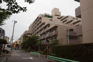 トーカンマンション大島A棟の外観
