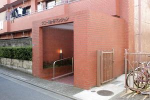ワコー幡ヶ谷マンションA館のエントランス