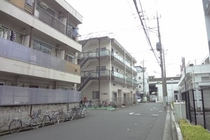 ローヤル綾瀬の外観