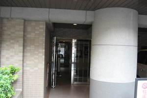 ダイアパレス東神田2のエントランス