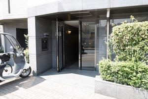 ルーブル下井草弐番館のエントランス