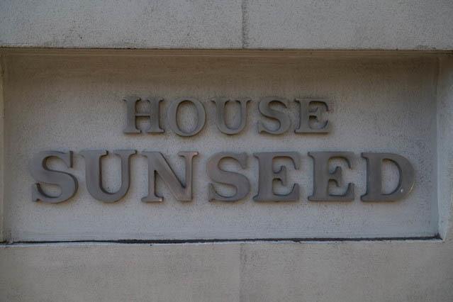 ハウスサンシードの看板