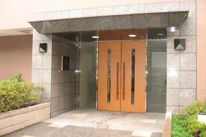 プリムローズ東高円寺のエントランス