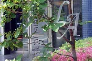 ラグジュアリーアパートメント三ノ輪の看板