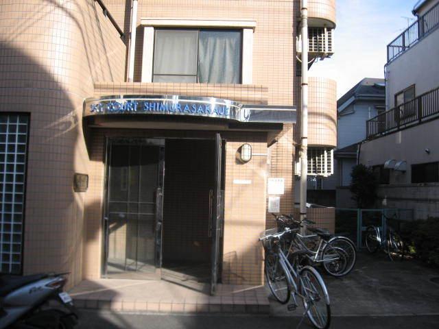 スカイコート志村坂上のエントランス