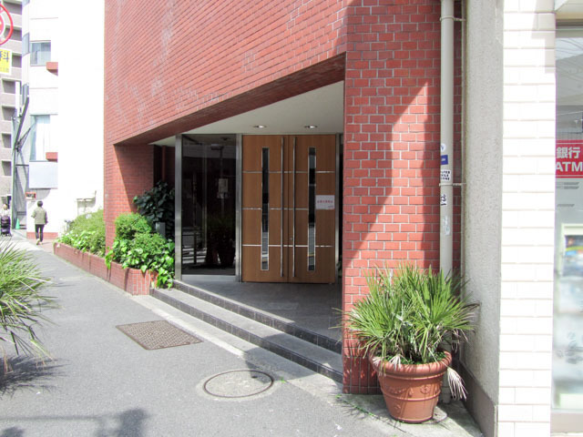 ハイマート渋谷神泉のエントランス