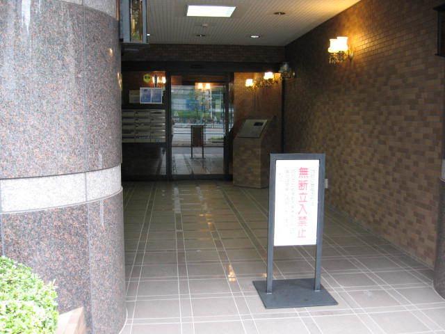 新宿サニーコートPARKSIDEのエントランス