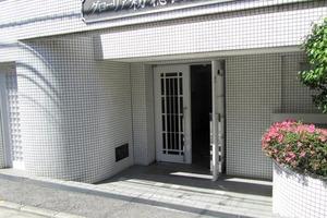 グローリア初穂西早稲田のエントランス